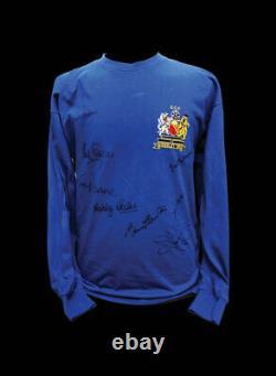 MANCHESTER UNITED 1968 EUROPEAN CUP FINAL FOOTBALL SHIRT SIGNED x 8 CHARLTON COA