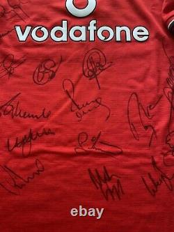 Manchester United Signed 2001/2002 Home Shirt